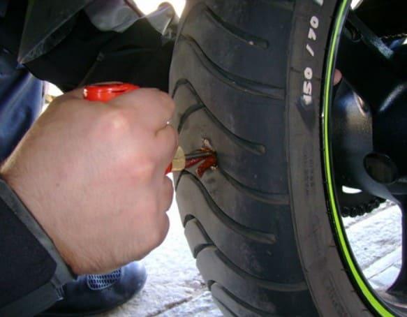 El mejor kit para la reparación de pinchazos de motos.